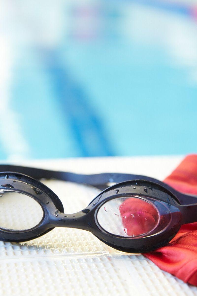 Swimming googles